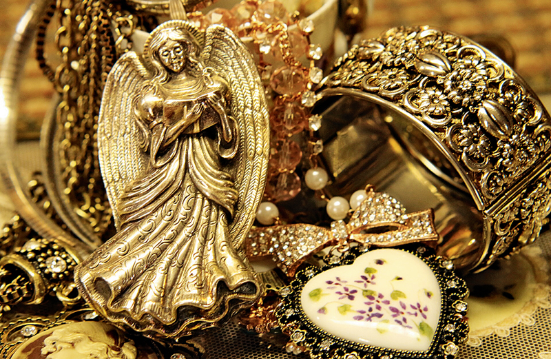 Roberta's bracelet, a heart-shaped necklace and an angel brooch, all in gold