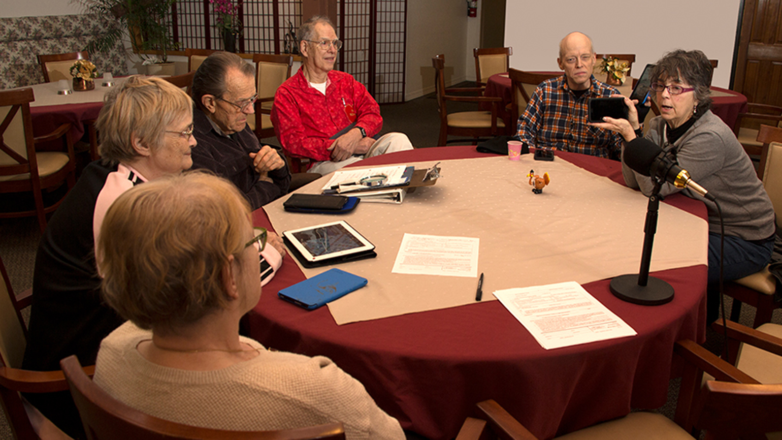 Dietrich Schultz and Johnnie Mullin (right) lead a computer class for residents in a Eugene, Oregon, retirement community.