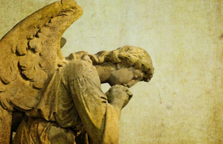 statue of an angel praying