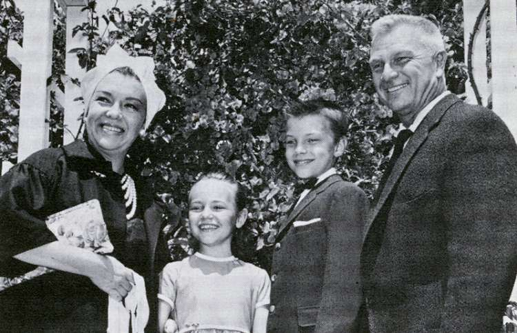 Margo, Maria, Edward and Eddie Albert
