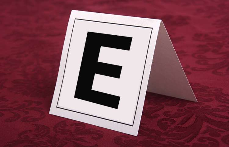 A table tent with a large E on it