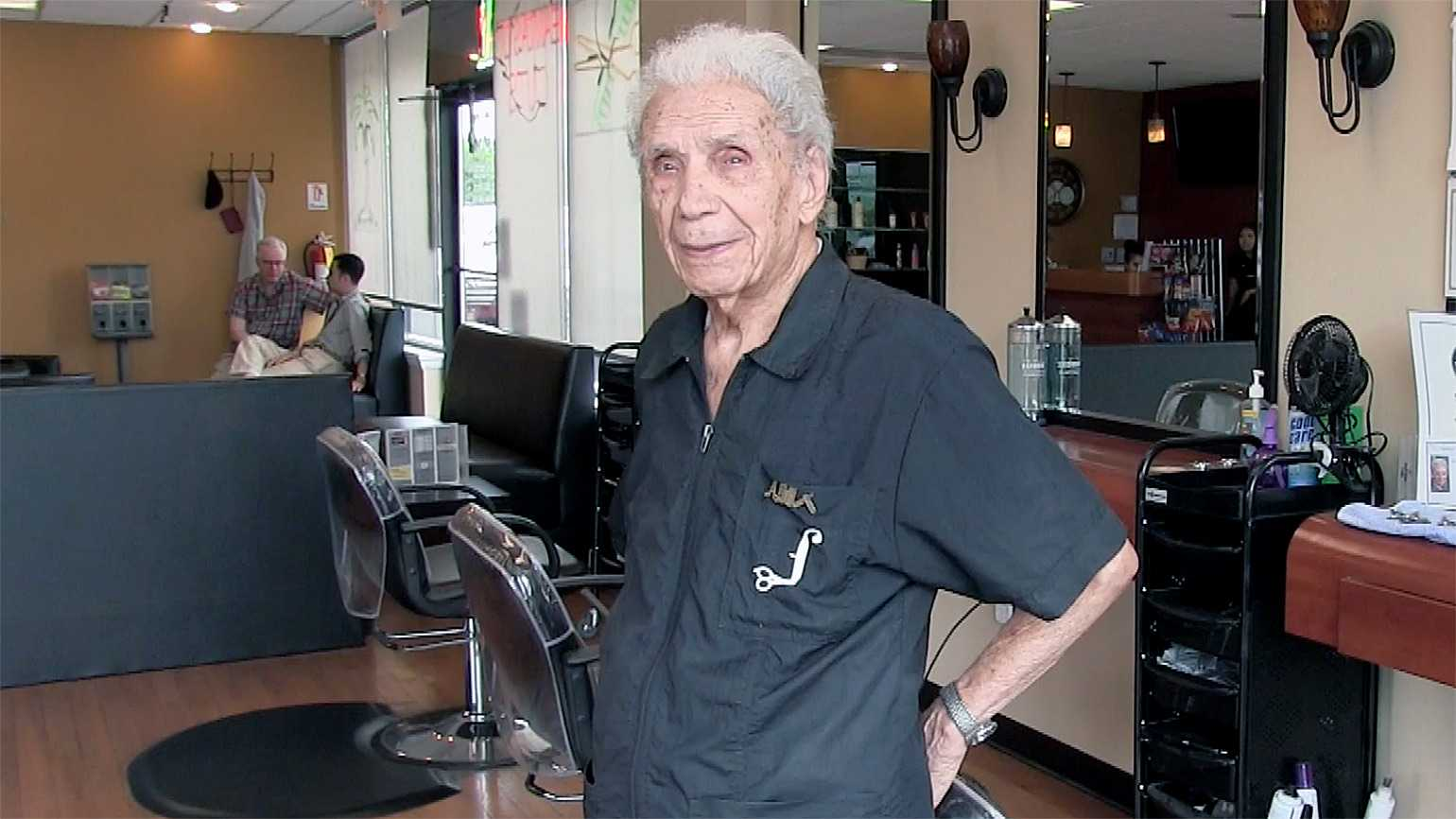 Anthony Mancinelli, the world's oldest barber
