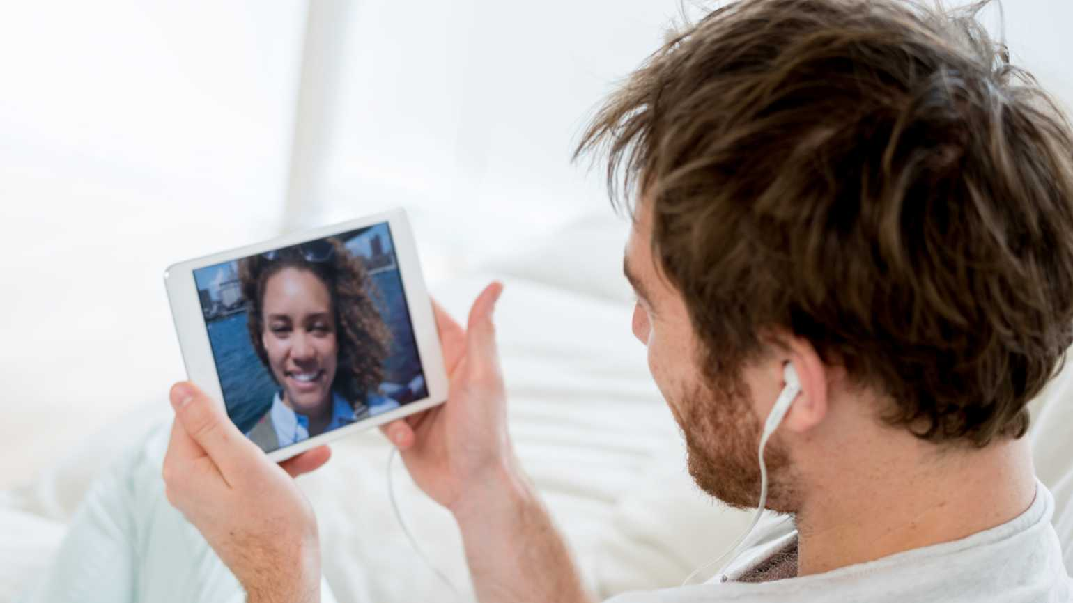 How to Maintain Long-Distance Friendships