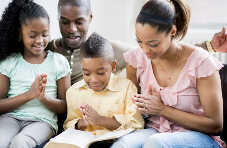Family prayinig