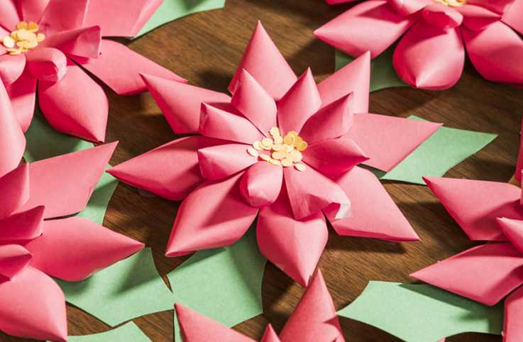 Easy-to-make paper poinsettias