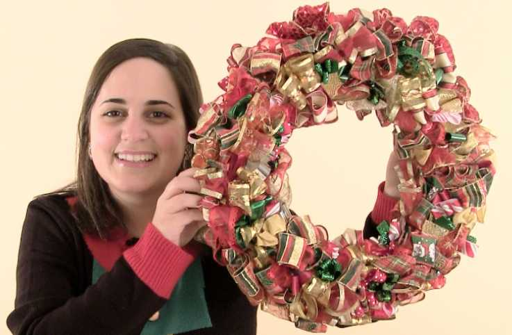 Guideposts: Diana Aydin demonstrates how to make a Quick 'n' Crafty Christmas Ribbon Wreath.