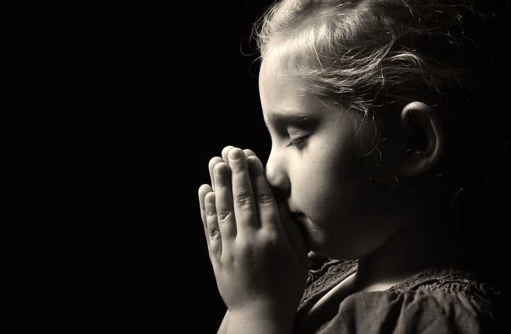 A young girl prayer