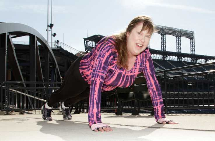Lisa Swan warms up at Citi Field