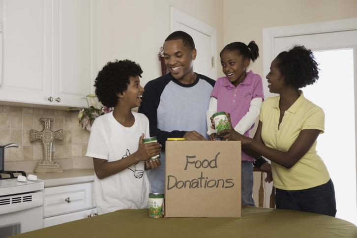 Family preparing a food donation. Thinkstock.