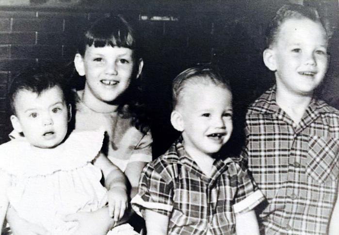 Lisa Honeycutt Johnson and her sibings in 1962