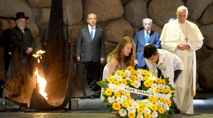Children assist Pope Francis lay a wreath at the memorial tent of Yad Vashem, Israel's National Memorial and Museum of the Holocaust