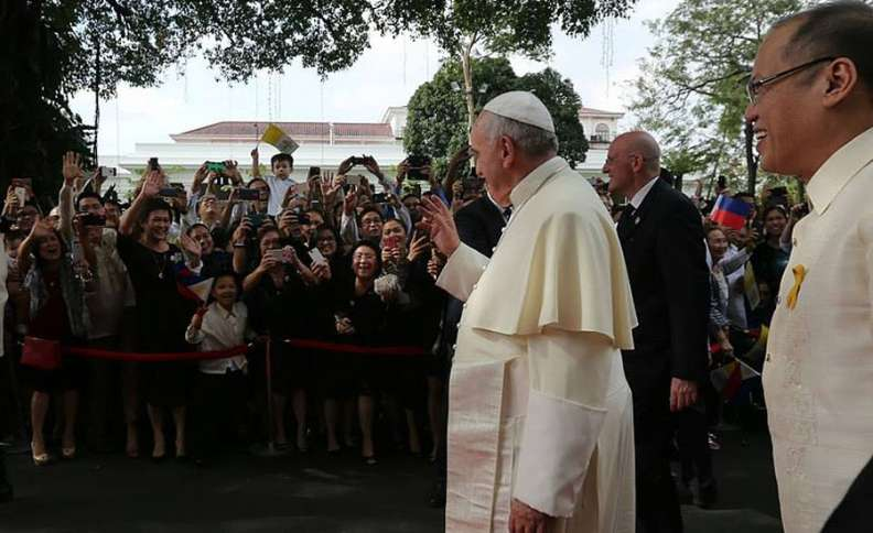 His Holiness Pope Francis acknowledge the family members of the Cabinet Secretaries at the garden area of the Malacañan Palace during the welcome ceremony for the State Visit and Apostolic Journey to the Republic of the Philippines on Friday (January 16, 2015)