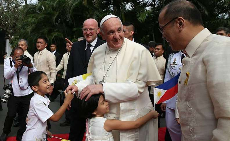 His Holiness Pope Francis, accompanied by President Benigno S. Aquino III, hugs children at the garden area of the Malacañan Palace during the welcome ceremony for the State Visit and Apostolic Journey to the Republic of the Philippines on Friday (January 16, 2015)