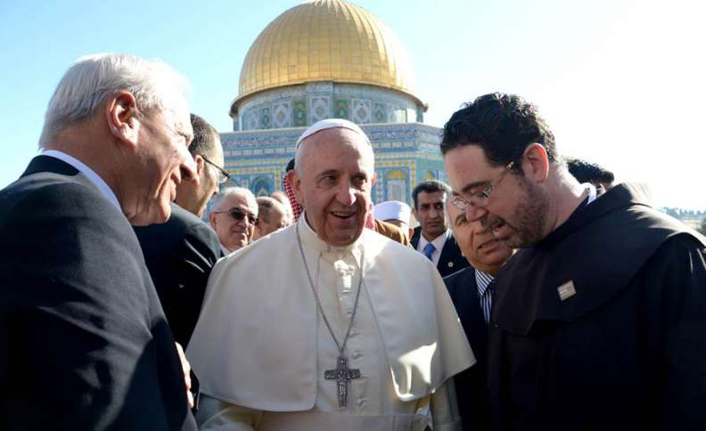 Pope Francis with Muslim leaders near the temple mounts dome of the rock