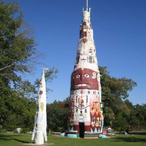Guideposts: The World's Largest Concrete Totem Pole near Foyil, Oklahoma