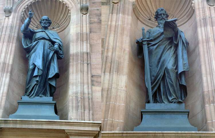 Guideposts: Statues of the two patron saints, Peter and Paul, are installed in niches in the exterior of the church.
