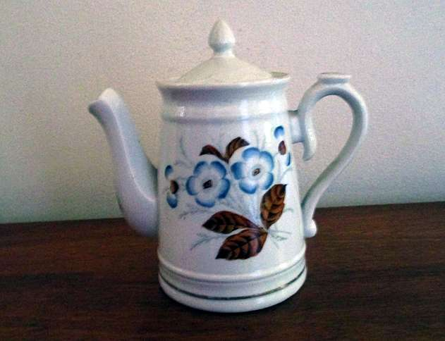 Reader Sandy Coffey inherited this tea pot from her great-great-grandmother, who brought it with her when she emigrated from Wales in the 19th century.