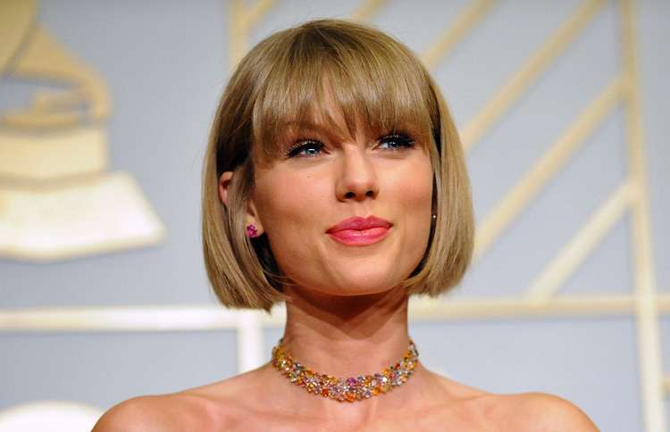 Taylor Swift donates money to fan with cancer
