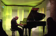Tony Cicoria at the piano